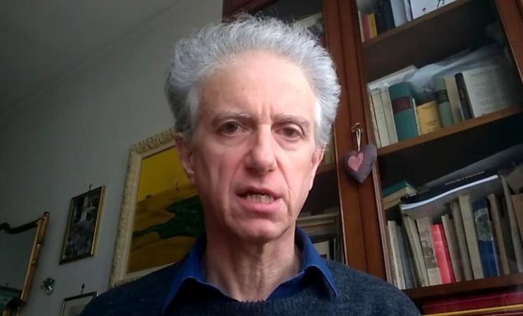 """Il matematico e i vaccini, """"A fine aprile 350 mila dosi al giorno"""""""