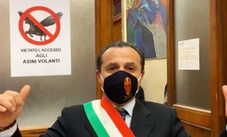 """Cateno De Luca, """"Mi candido a presidente della Regione"""""""
