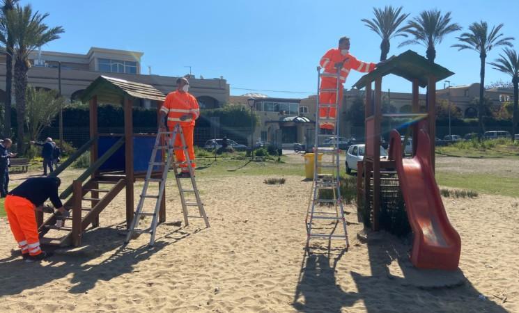 Boschetto della Playa, in corso la manutenzione dell'area giochi