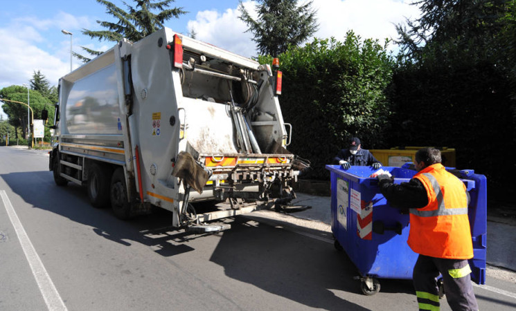 Bando rifiuti, offerte per 2 lotti su 3 scoperta area più popolosa
