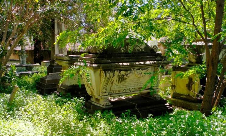 Messina, Cimitero inglesi, l'incuria sta distruggendo secoli di storia