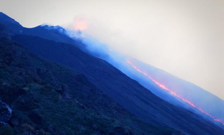 Stromboli, Ingv, ancora alimentata colata Sciara del fuoco