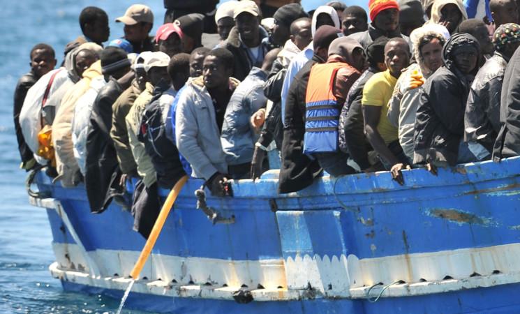 Dieci sbarchi a Lampedusa, quasi in mille all'hotspot