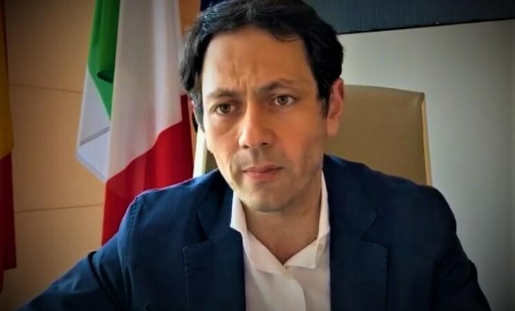 """Vaccini, Razza, """"In Sicilia fascia 40-60enni al rallentatore"""""""