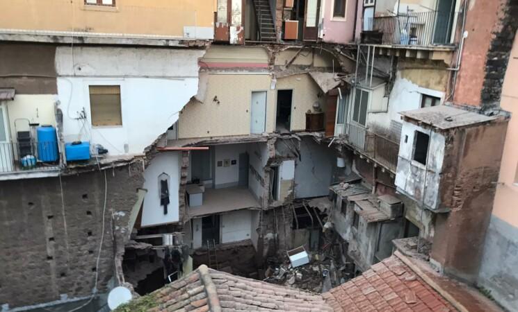 Catania, crollo via Castromarino, legali famiglie: atti illegittimi
