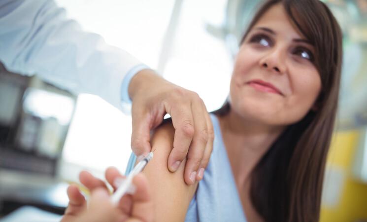"""Richiamo vaccini, """"Seconda dose solo con stesso farmaco"""", ecco perché"""
