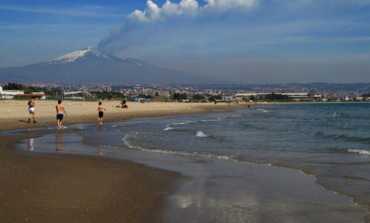 Mare: Comune di Catania, nessun divieto di balneazione alla Plaia