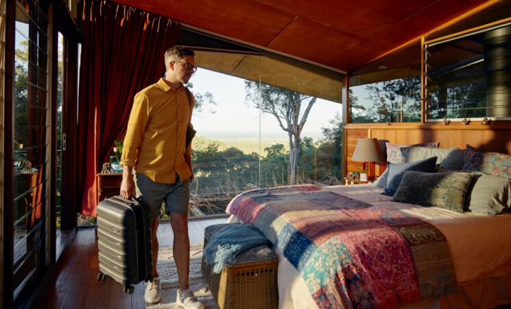 """""""Vivi ovunque con Airbnb"""", un anno in vacanza nelle case di tutto il mondo"""