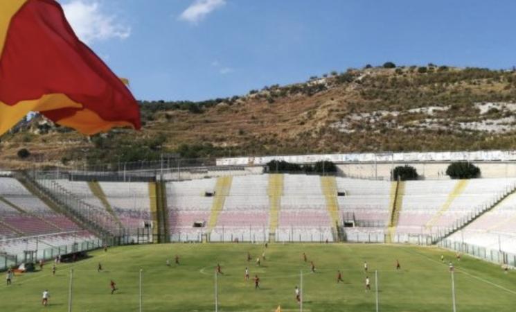 Messina, uno stadio… nel pallone, è caos sul Franco Scoglio