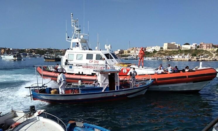 Migranti, mare calmo, nuovo boom di sbarchi a Lampedusa