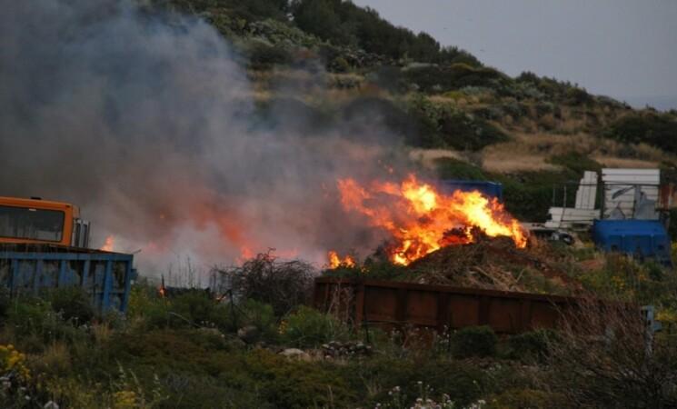 Appicca fiamme nel Catanese, denunciato 54enne