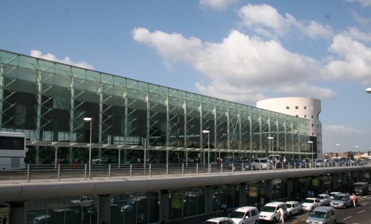 Covid, riprende lo screening dei passeggeri all'aeroporto di Catania