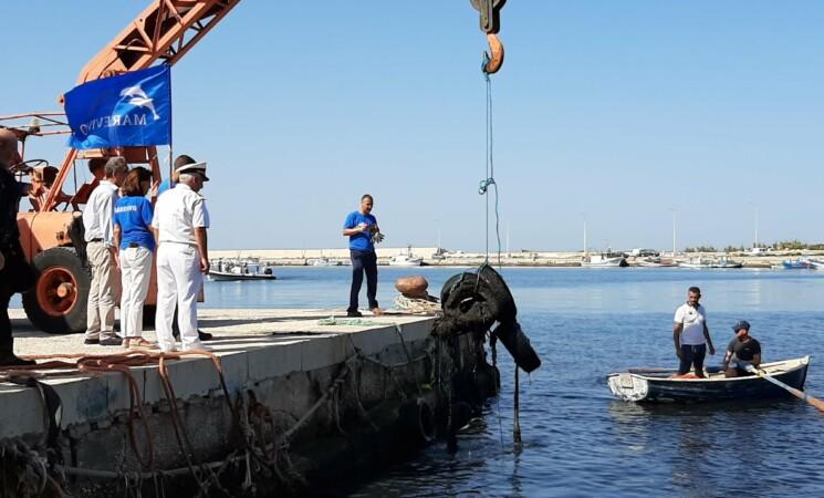 Marsala, recuperati 2500 chili pneumatici sui fondali del porto