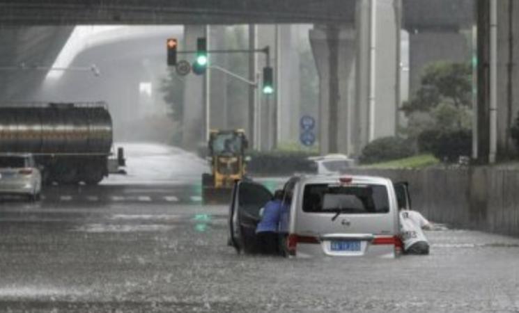 Inondazioni in Cina, evacuati in 300.000 nell'Henan