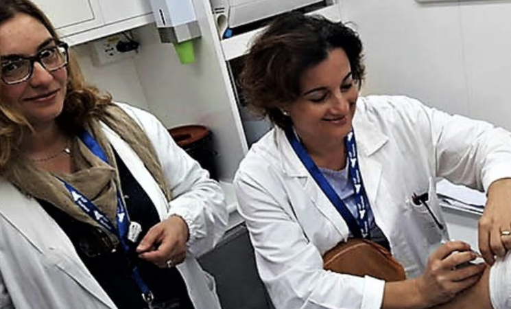 Vaccini, camper dei medici Usca in giro per i quartieri di Palermo