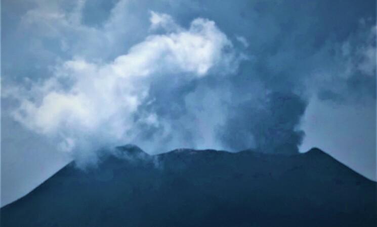 Etna, adesso cenere lavica anche dal Cratere di Nord est
