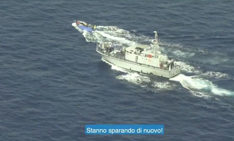 Migranti, Sea watch, libici sparano a barcone, il VIDEO