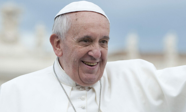 """Il Papa operato, """"è già in piedi, forse sarà dimesso sabato"""""""