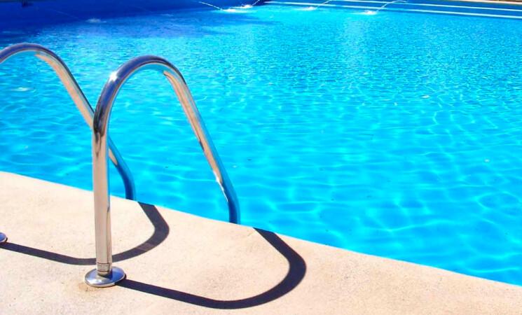 Bambina muore annegata nella piscina di casa a Trabia