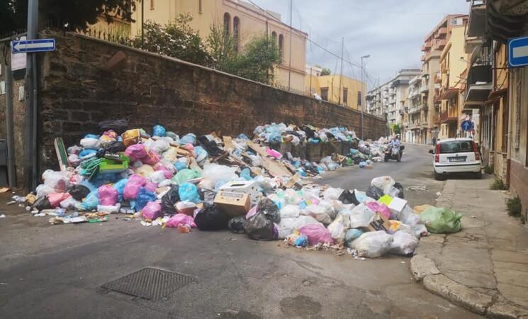 Acqua e rifiuti: per Palermo sarà un Ferragosto bollente