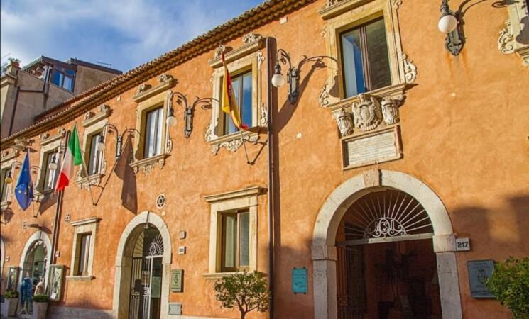 Taormina, conti in default ma tasse invariate per i cittadini