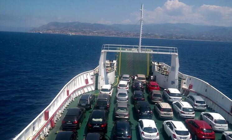 Divampano le polemiche, a Messina è caos da controesodo