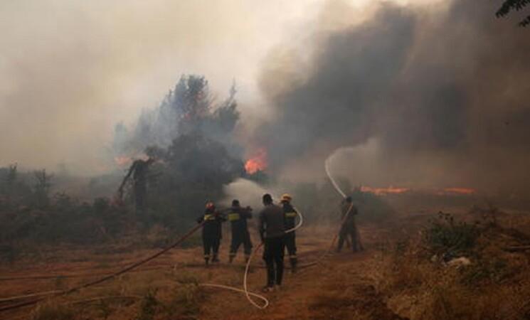 Incendi alle porte di Atene, una vittima