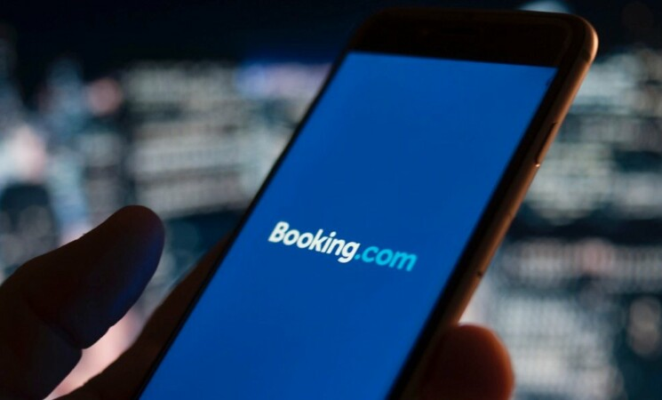 Booking.com, sconti last minute per i viaggiatori italiani, ecco come ottenerli