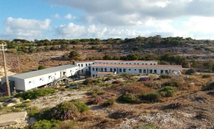 Migranti, Lampedusa, si cerca di alleggerire subito l'hotspot