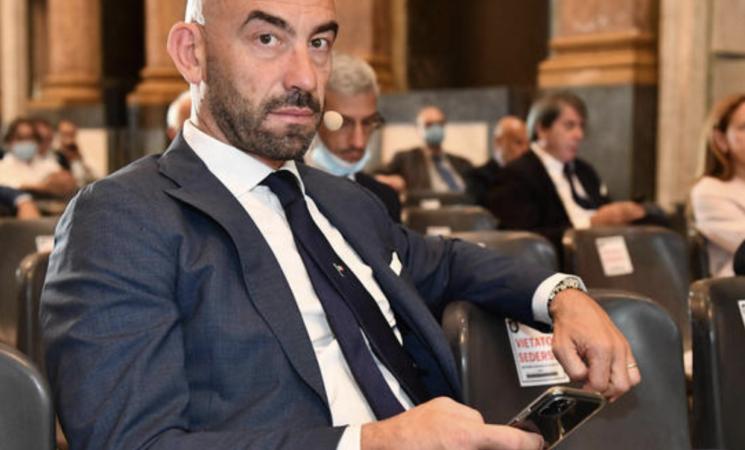 """Bassetti """"Aggredito da un No Vax sotto casa, lo Stato intervenga"""""""