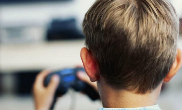 Cina, per minori giochi online solo un'ora al giorno nei weekend