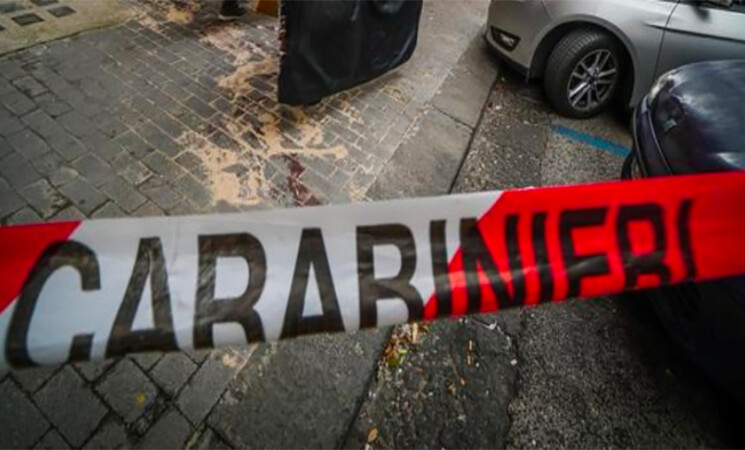 Uccide la ex in strada ad Acitrezza, è caccia all'uomo