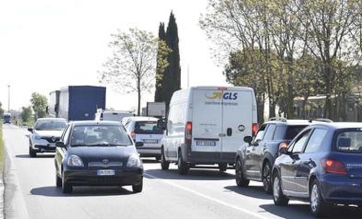 Istat, con Covid meno spostamenti, la metà sarà in auto