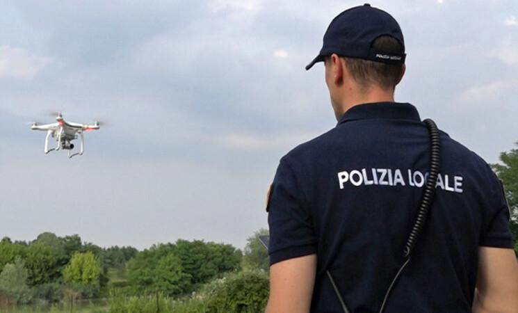 """Roma, Raggi """"In arrivo 10 droni per controllare la città dall'alto"""""""