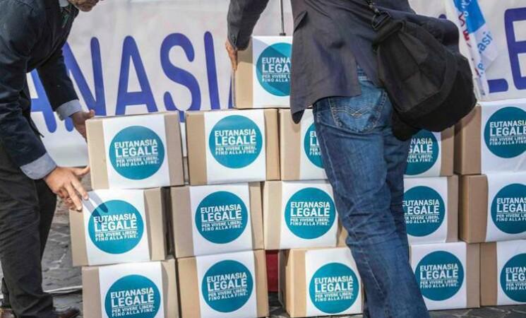 """Eutanasia legale, referendum, """"Superate 500mila firme"""""""