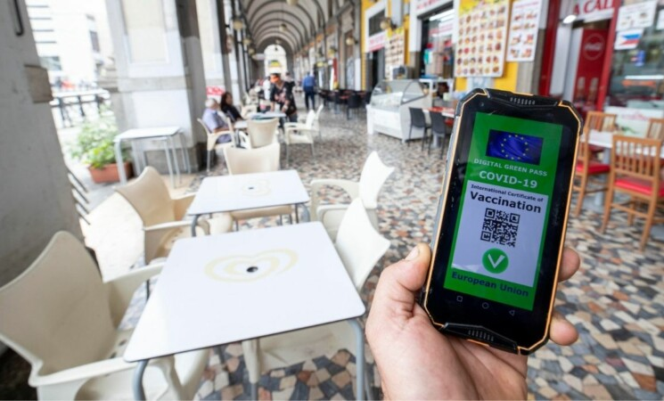 Viminale sul green pass obbligatorio: se è falso paga il cliente!