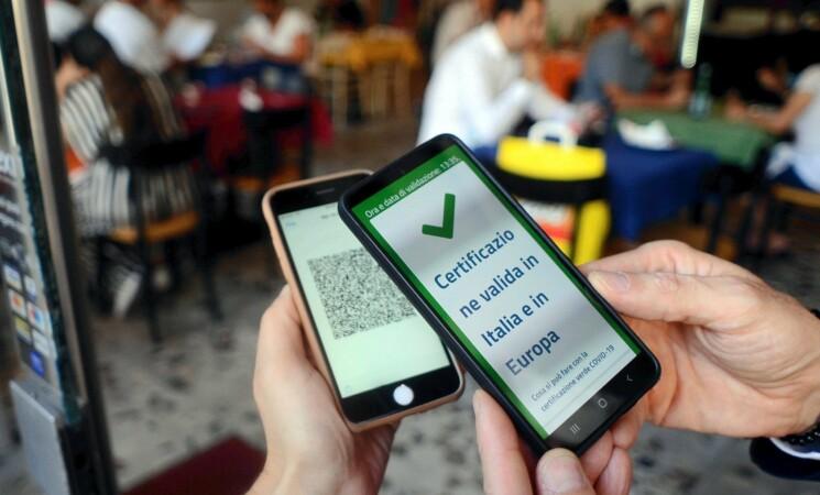 Palermo, accesso ai servizi pubblici solo con Green pass