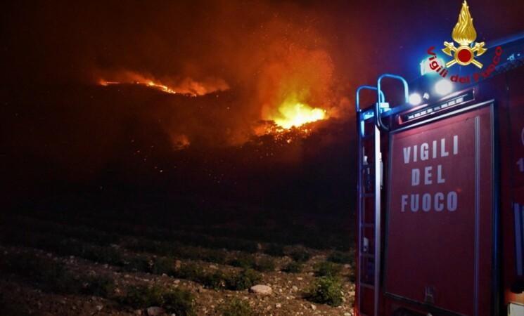 Caldo record e incendi, brucia tutto il Sud