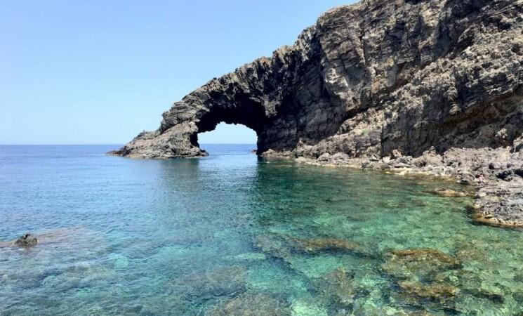 Covid, a Pantelleria festa abusiva con 300 persone