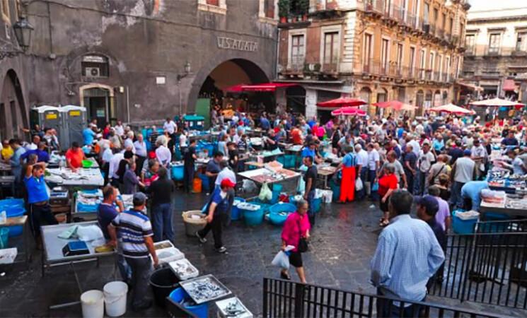 Turisti presi di mira a Catania, fermato borseggiatore in Pescheria