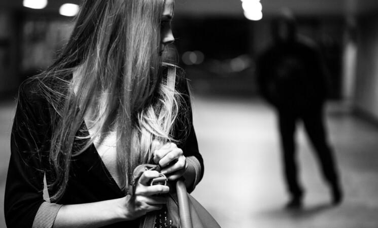 Attendeva l'Ex con coltello all'uscita da lavoro, arrestato a Catania