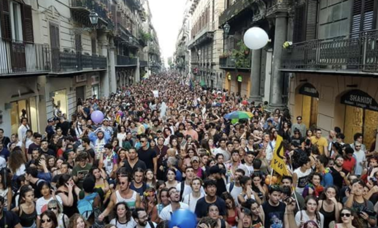 Le restrizioni Covid bloccano la parata del Pride Palermo