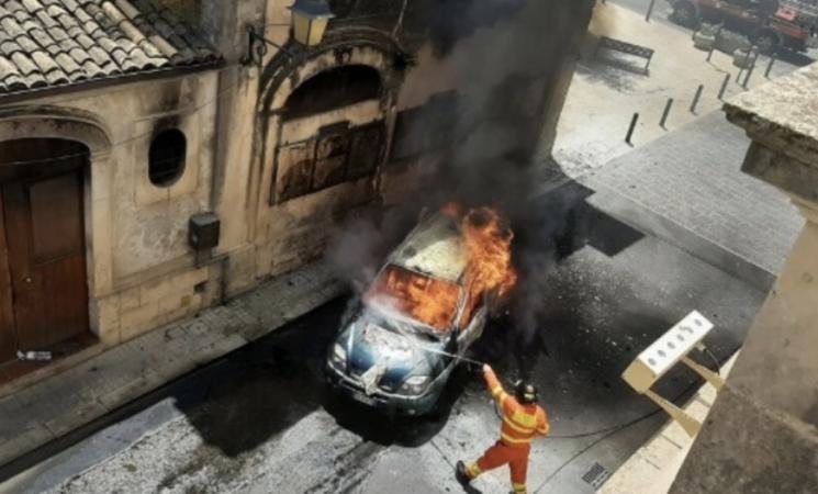Incendiate due auto di un carabiniere nel Palermitano