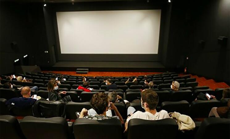 Il Governo accelera sulle riaperture, cinema e teatri tornano al 100%
