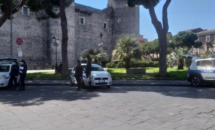Catania, raffica di verbali e sequestri di scooter nei pressi di Castello Ursino