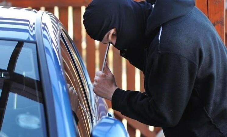 Palermo, IPad consente ritrovamento auto rubate, sequestrato locale allo Zen 2