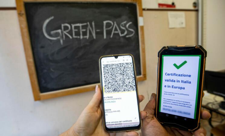Covid, arriva la Super App per verificare green pass a scuola, ecco come funziona