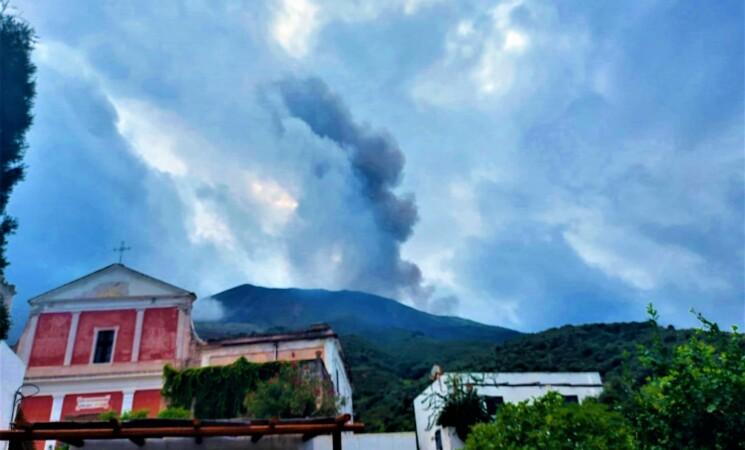 Vulcani, Ingv, Stromboli, parametri tornati normali