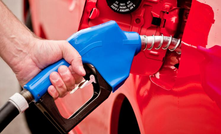 Un litro di benzina potrebbe arrivare a costare 4 euro, ecco perchè