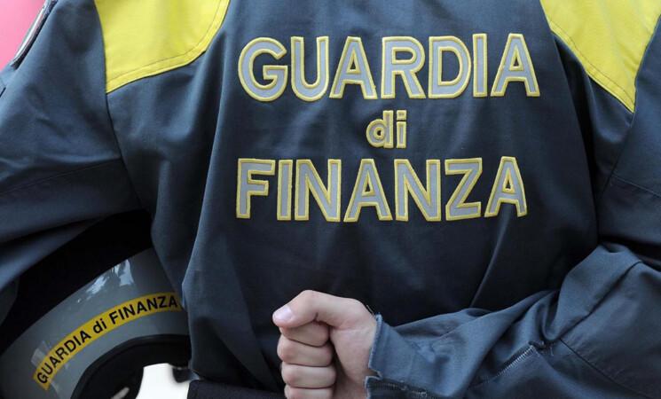 Gdf Catania sequestra 132mila articoli contraffatti